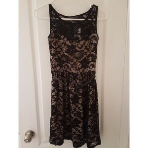 BNWT Suzy Shier lace, black + nude dress XS